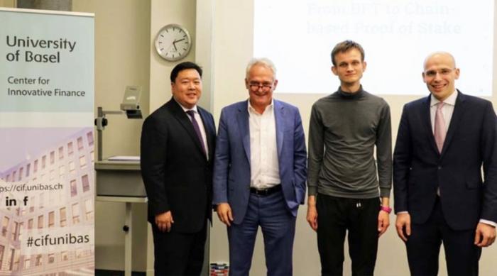 V神被巴塞爾大學商業和經濟學院授予榮譽博士學位